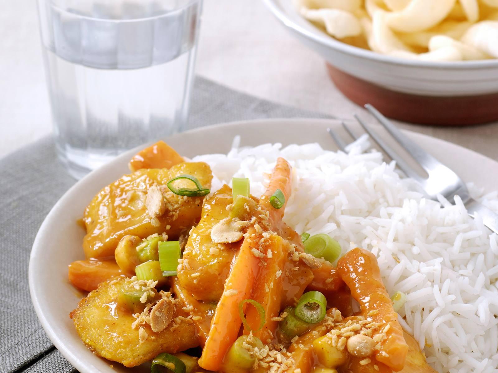 Thaise Rode viscurry met lente uitjes en Seroendeng