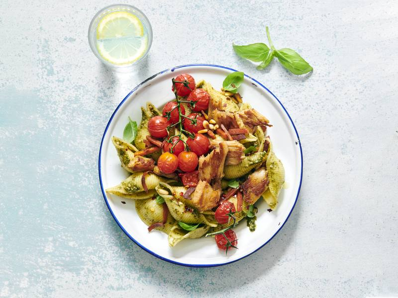 Pesto Pasta mit veganen Chickeriki Streifen