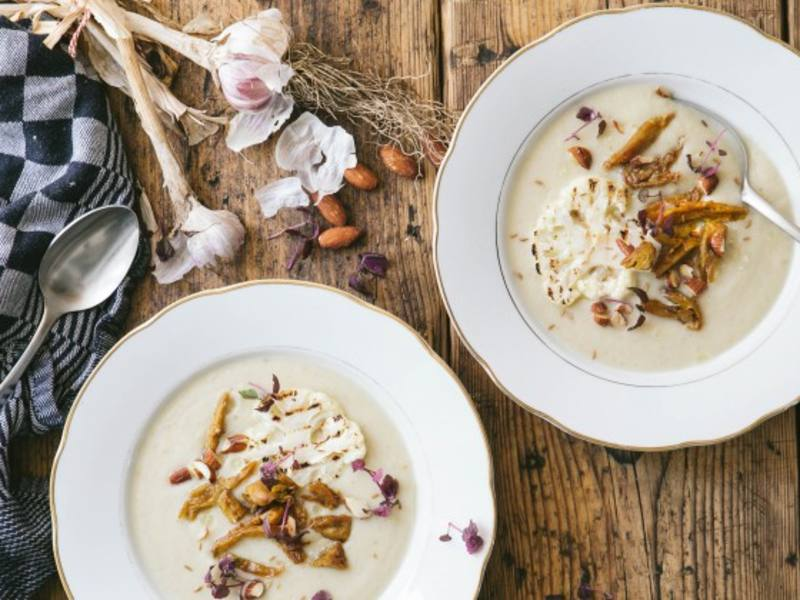 Cauliflower soup recipe with smoked almonds and curried Vegetarian Butcher Chicken Chunks