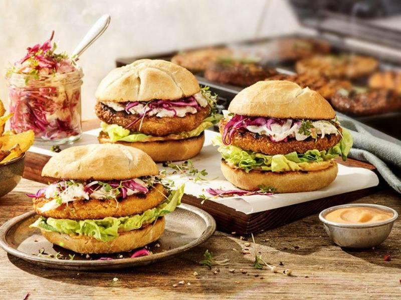 Krokante vegan Pluimfeest Burgers met koolsla
