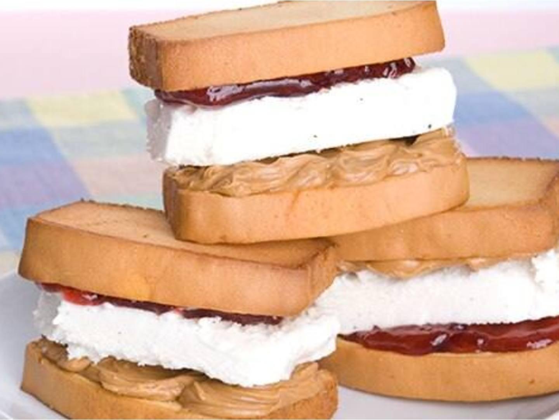 Sándwiches helados de mantequilla de maní y jalea