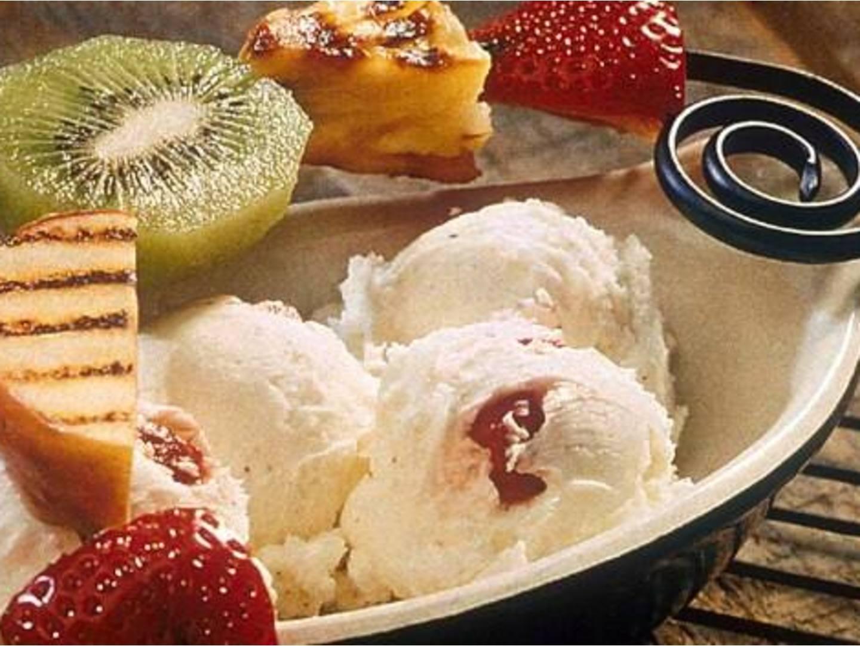 Coupes glacées aux fruits grillés
