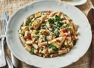 Spinach, Artichoke & White Beans with Penne Pasta