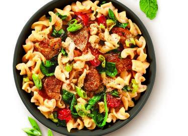 Cheesy tomato, sausage & spinach pasta