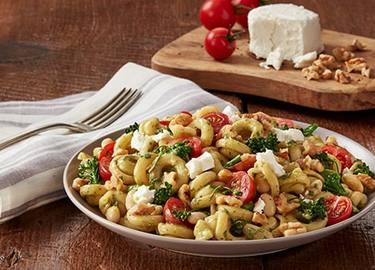 Pesto con ajo tostado, broccolini y frijoles blancos