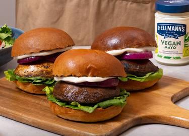 Hellmann's -  Pilz Burger mit veganer Mayo