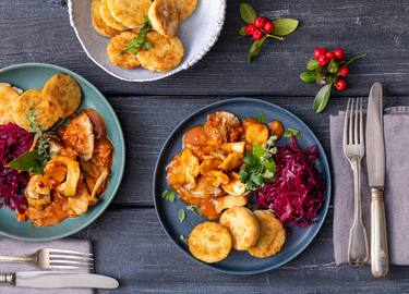 Knorr - Veganes Geschnetzeltes mit Rösti-Taler und Rotkohl