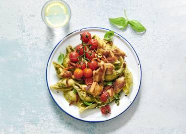 Pasta Pesto mit veganen Chickeriki Streifen