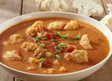 Sopa de verduras al curry rojo