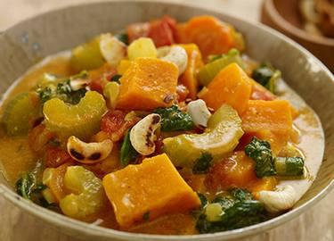 Estofado de verduras con boniatos y cacahuetes