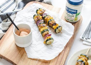 Hellmann's - Vegane Grill-Spieße mit Chili-Mayo