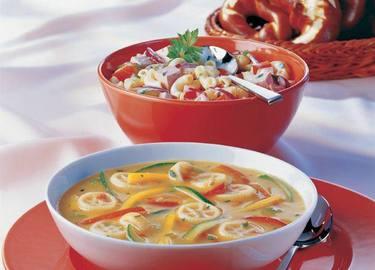 Knorr - Kutschersalat mit Pute, Zwiebel, Paprika, Essiggurkerl und Hörnchennudeln
