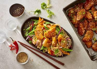 Vegane Teriyaki Beflügel-Nuggets mit Reisnudeln und Gemüse