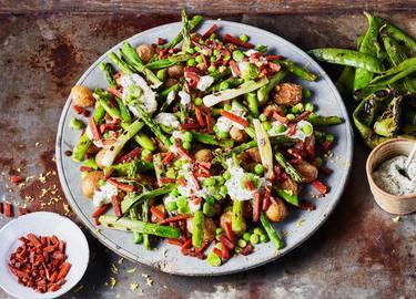 Vegetarische groene lentesalade met Geroockte Speckjes