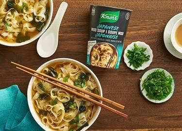 Soupe miso japonaise Knorr® avec nouilles de riz