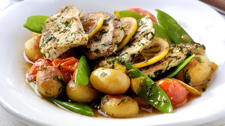Γαλοπούλα λεμονατη με σκόρδο, λαχανικά και πατάτες