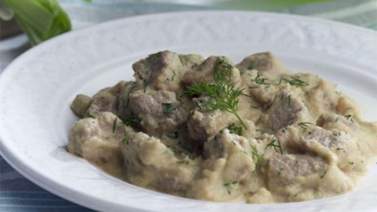 Χοιρινά φιλετάκια με σάλτσα σελινόριζας