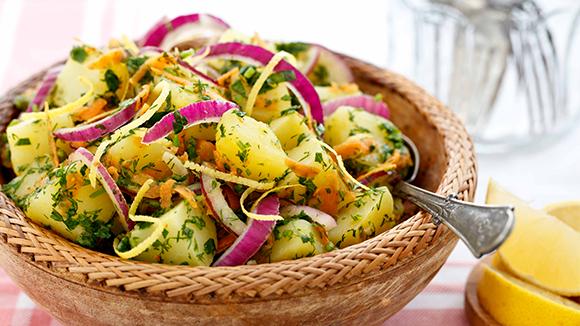 Fesleğenli Kekikli Salata Sosu ile Patates Salatası