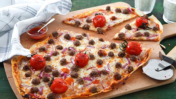 Otlu Ayran ile Sumaklı Köfteli Pizza