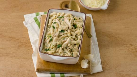 Garlicky Chicken & Spinach Pasta