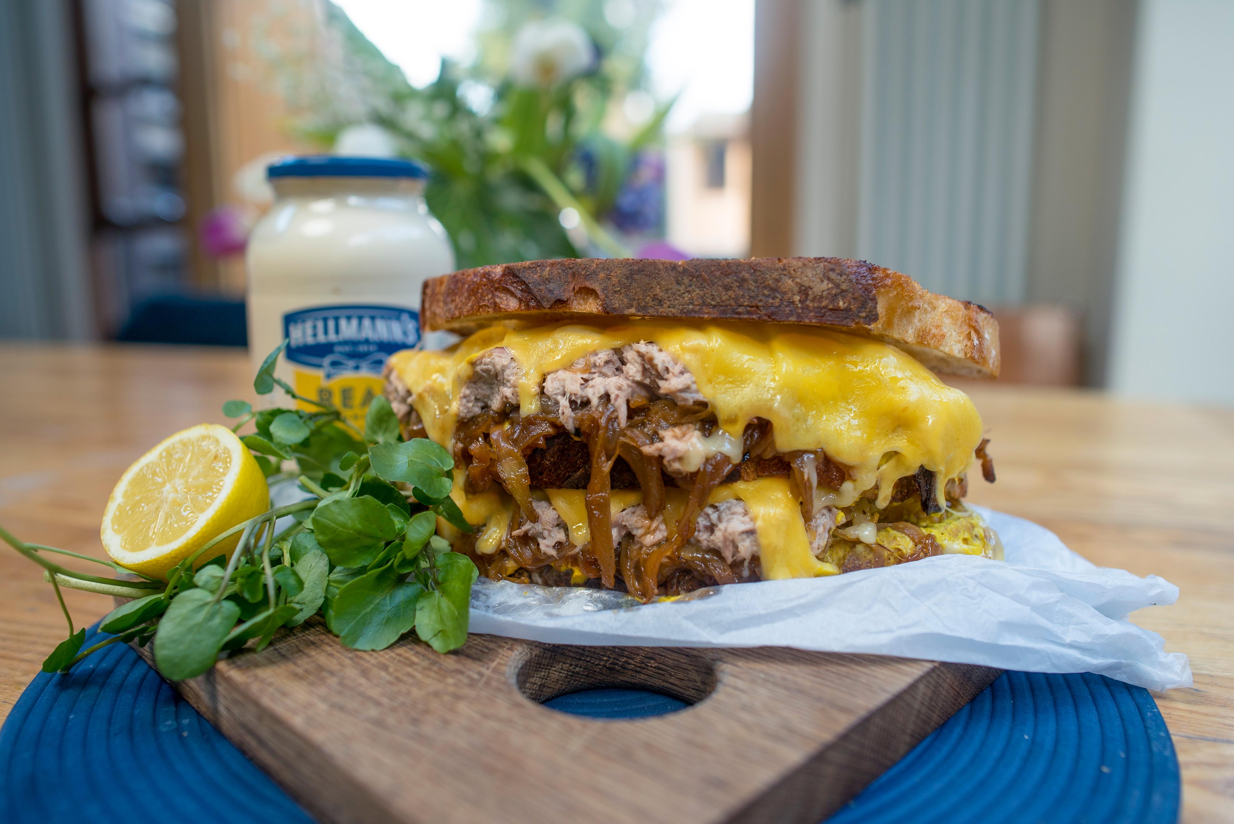 Thunfisch Sandwich mit Schmelz-Zwiebeln