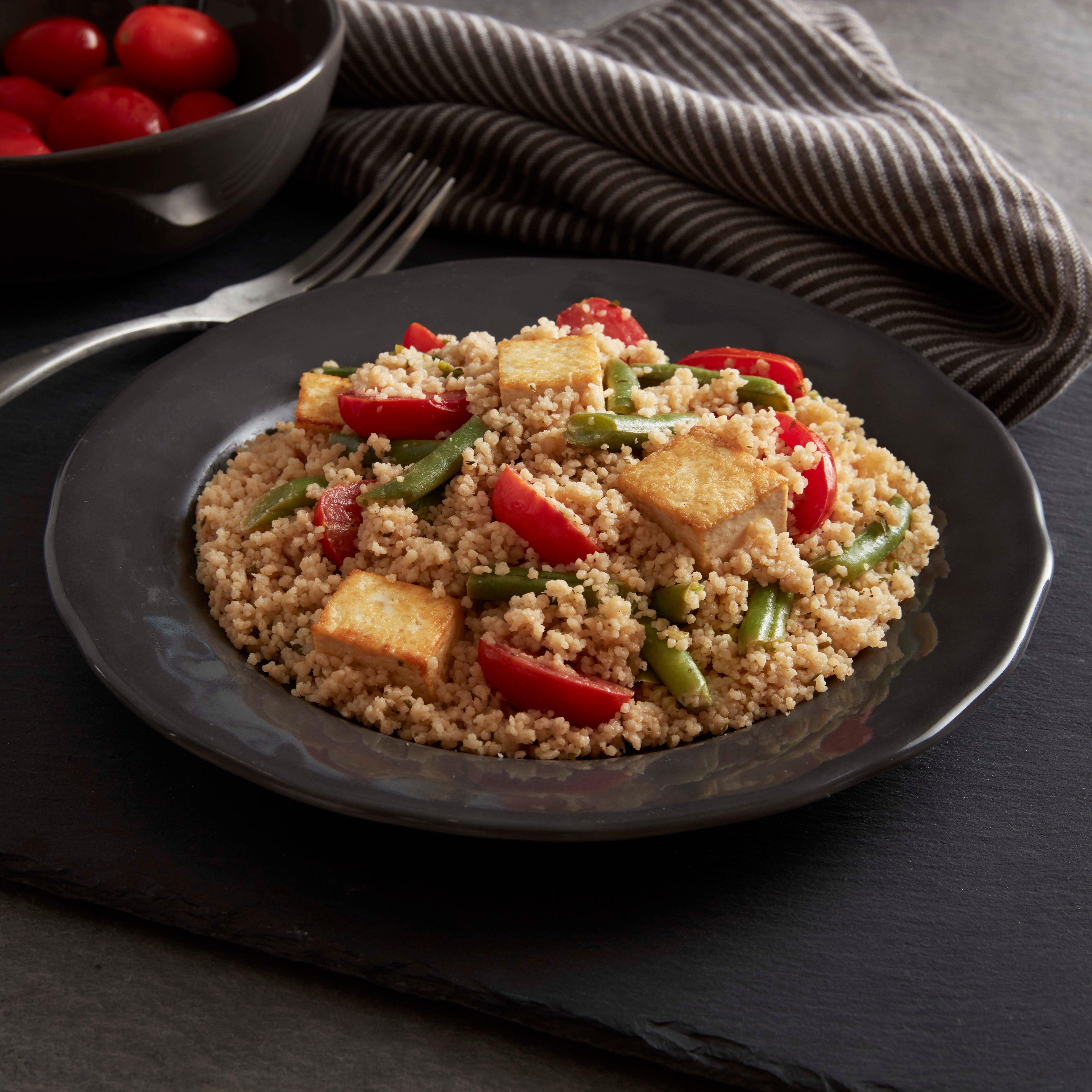 Tofu estilo camarones scampi con cuscús integral