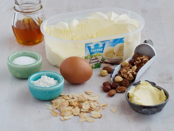 Hoe 'Amandelkoekje met vanille roomijs' bereiden.