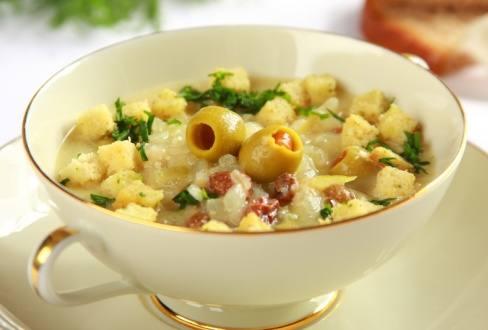 Knorr - Cremige Zwiebelsuppe mit Speck und Oliven
