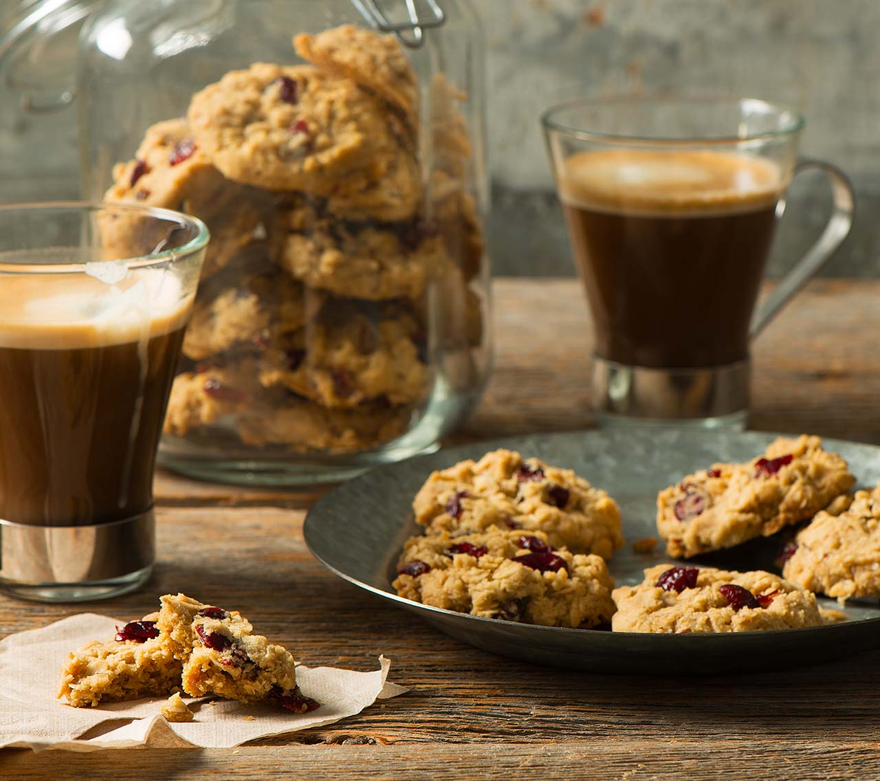 Crispy Oatmeal and Cranberry Cookies