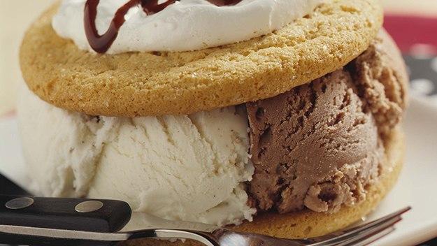 Sandwichs de Crème Glacée Noirs et Blancs