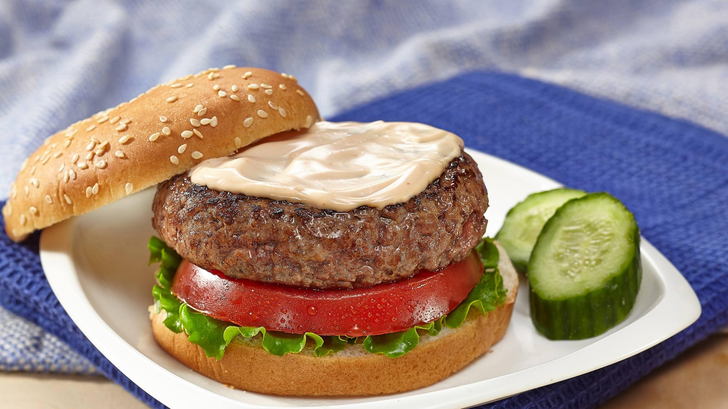 Juicy Burger with Creamy BBQ Sauce