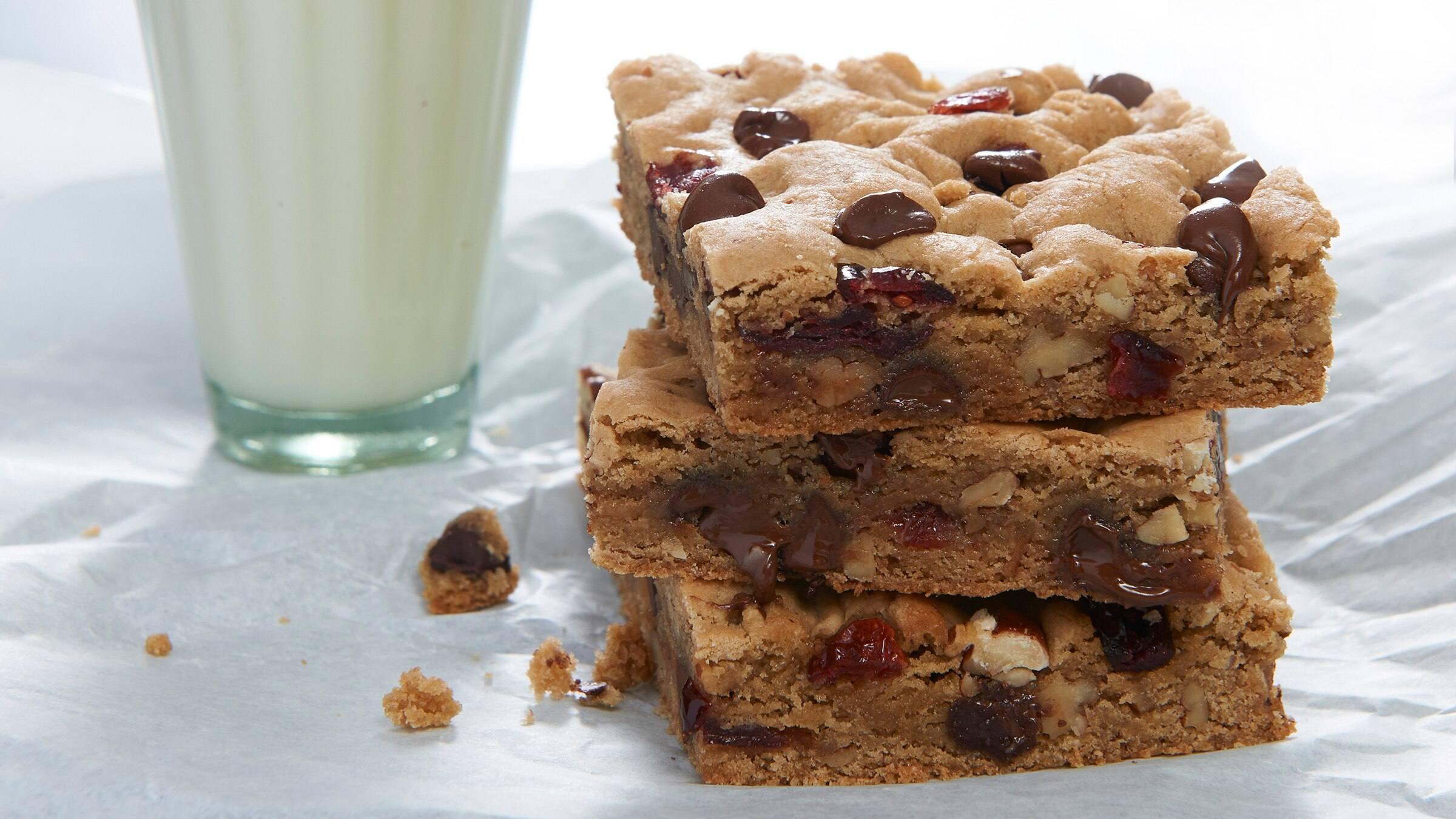 Vegan Choc-o-Chip Cookie Bars