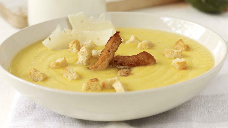 Σούπα από κίτρινη κολοκύθα με μπουκιές γαλοπούλας