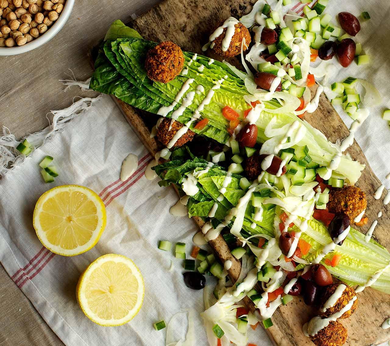 Salade de falafels, vinaigrette au tahini