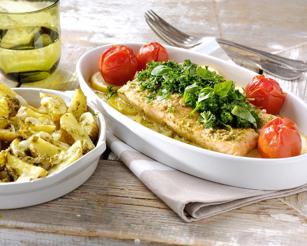 Zalm al forno met pesto verde, citroen en Italiaanse ovenaardappeltjes