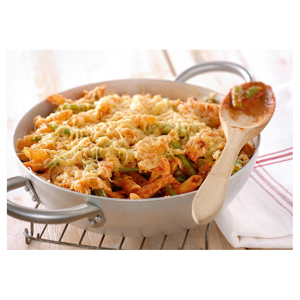Pennepasta met knoflooksaus, boontjes, kip en kaas