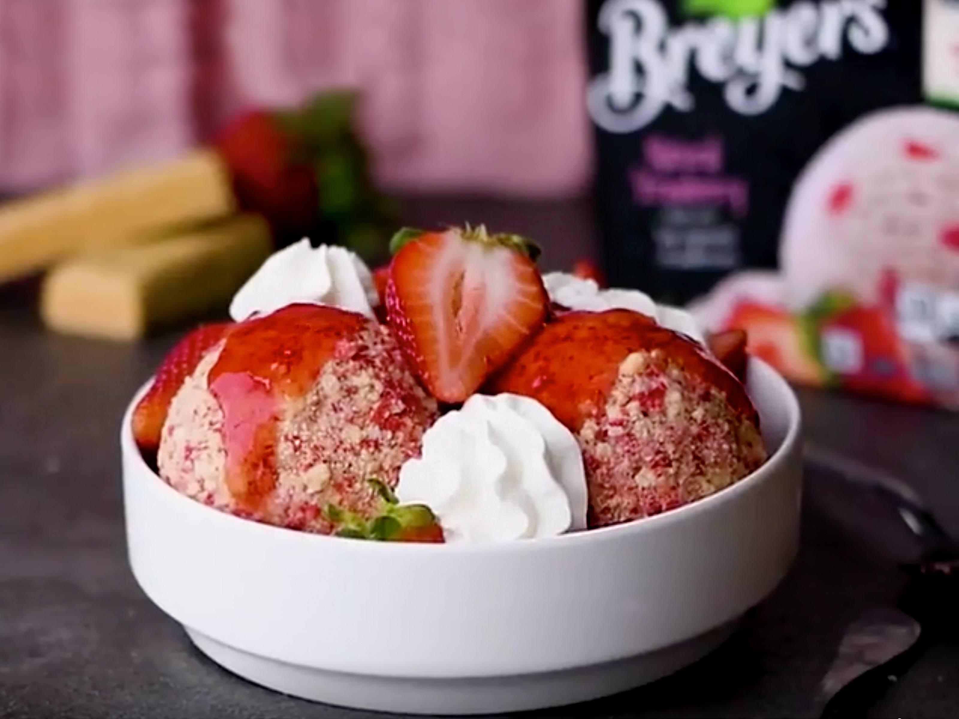 Strawberry Shortcake Sundae Recipe