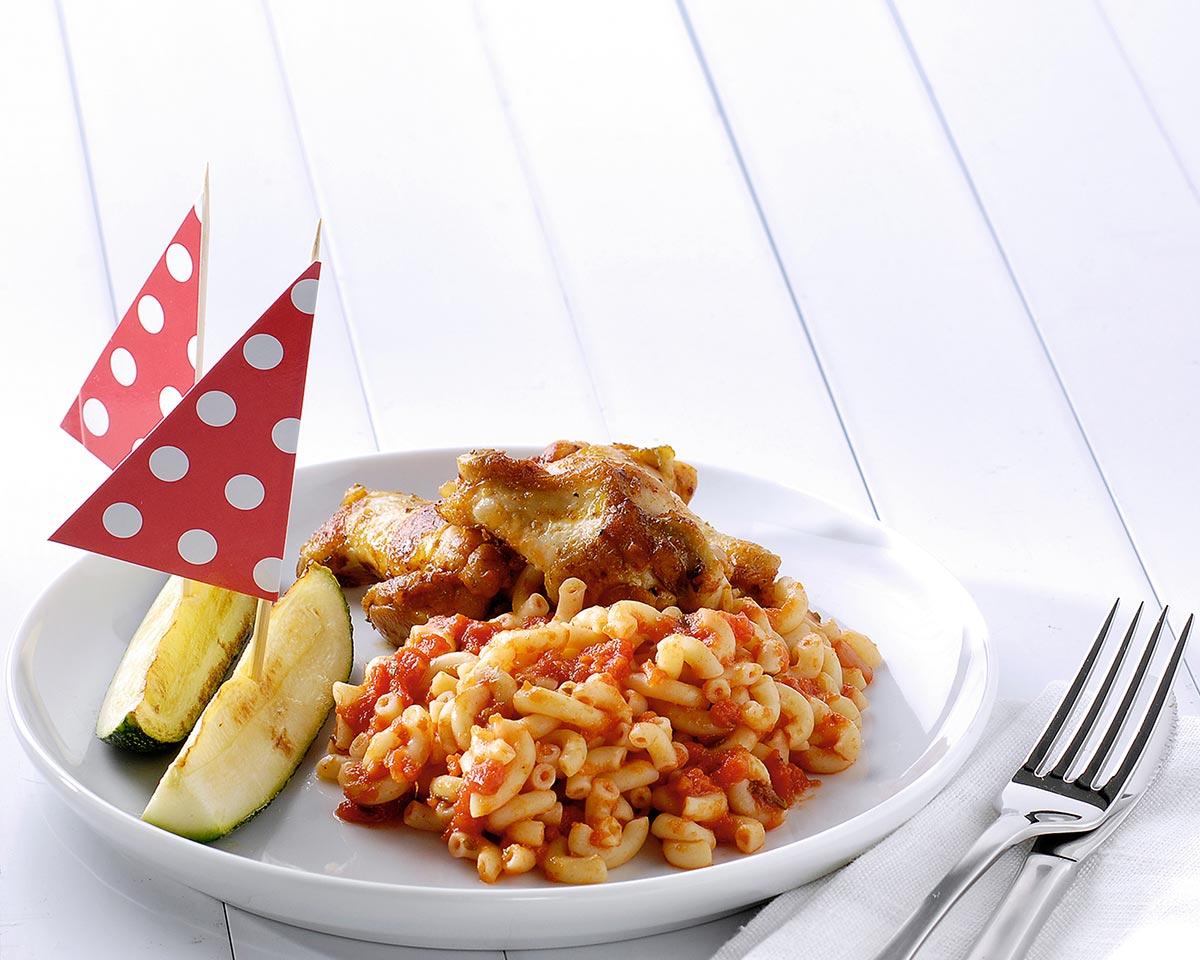 Italiaanse kipkluifjes met macaroni en courgettebootjes