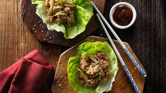 Roulés de laitue au poulet à l'asiatique