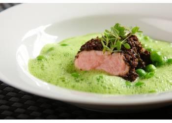 Knorr - Pfeffer-Olivenfilet vom Schwein mit grünem Erbsenschaum