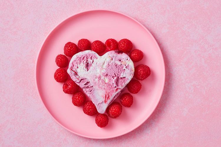 Receptafbeelding voor Moederdag recept: Bosbessen cheesecake ijs hartjes