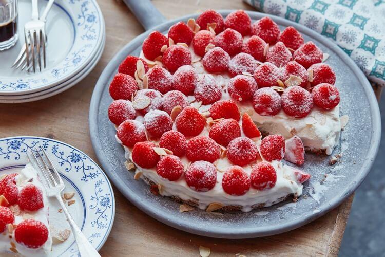 Receptafbeelding voor IJstaart met aardbeien en bastognebodem