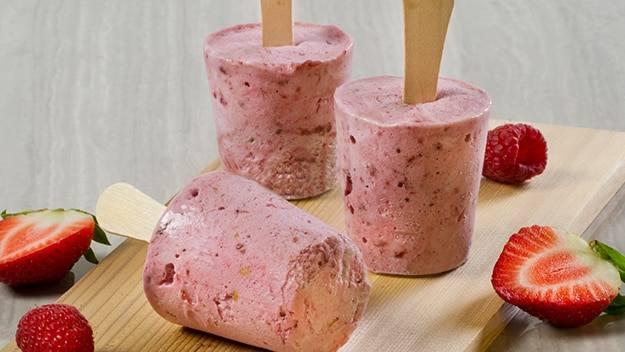 Summer Strawberry Cobbler Ice Pops Recipe