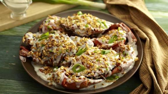 Garlic Crabs in Coconut Milk and Crispy Noodles Recipe