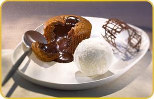 Mi-cuit chocolat et sa boule de glace vanille