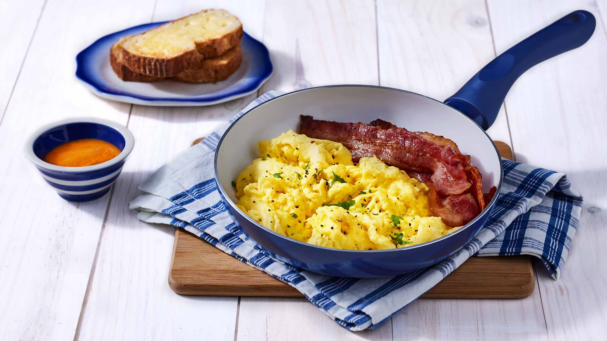 Tender and Fluffy Scrambled Eggs Recipe