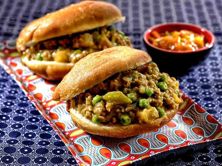 Chilli Mince with Vetkoek