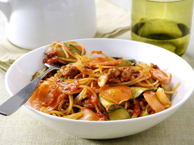Siciliaans gehakt met spaghetti, courgette en wortel