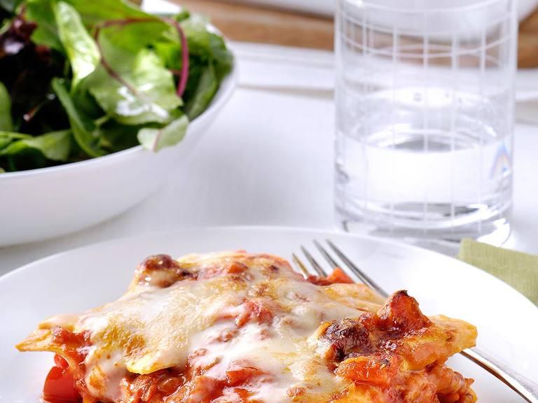 Lasagne Napolitana met salami en parmezaanse kaas
