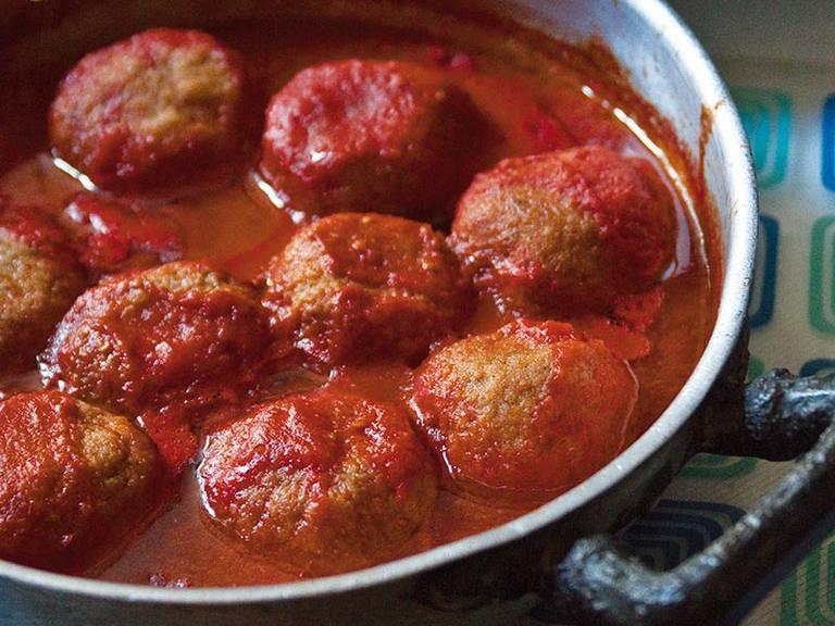 Gehaktballetjes met Parmezaanse kaas in tomatensaus
